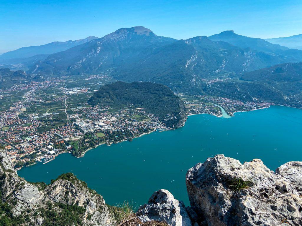 Widok na północną część Jezrioa Garda z Cima Capi