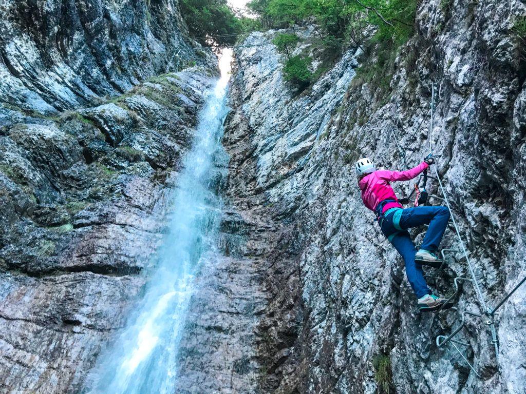 Via ferrata Signora delle Aque - wspinamy się pionowo przy wodospadzie